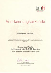 Auszeichnung für das Kinderhaus Mobile von Familien und Jugendministerin Sophie Karmasin und Landesrätin für Bildung und Kinderbetreuung Martina Berthold